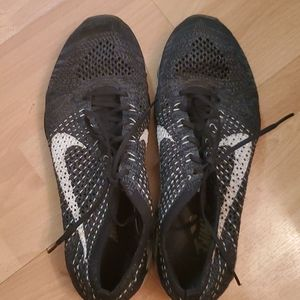 Black fly knit zoom NIKE great condition size 10